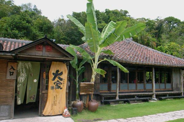 古民家で楽しむ沖縄料理 大家(うふや~)